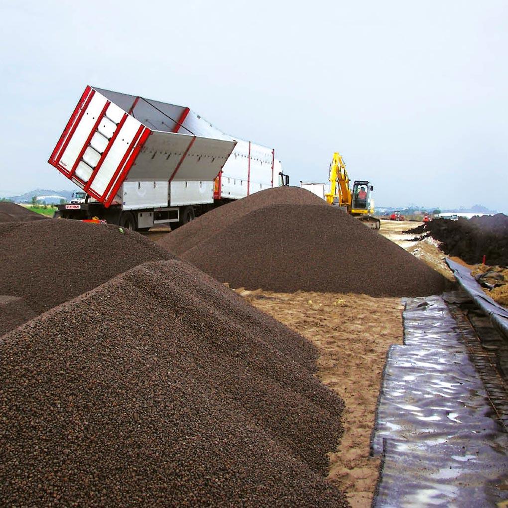 Construction routière sur sol avec décharge enterrée